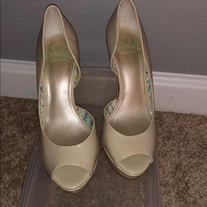 Fergalicious nude heels size 7